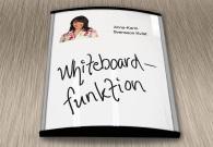 Välvd whiteboardtavla med hylla och penna.